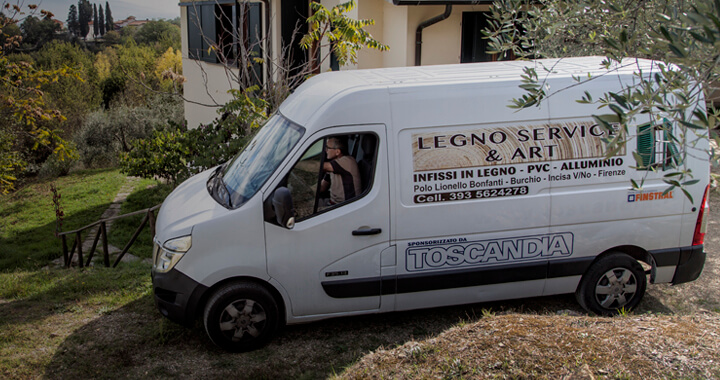 Roberto on the Legno Service & Art van